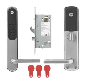 Koppla lägenhetsdörrarna till passersystemet och öka säkerheten. Enkel hantering via passersystemets portal och boende får en bättre kontroll på vem och när någon öppnar dörren.